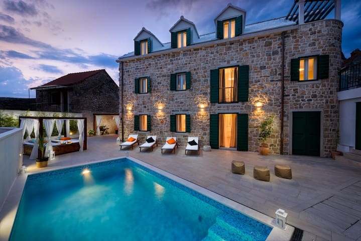 Luxury Villa INFINITY with heated pool - Donji Humac