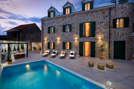 Luxury Villa INFINITY with heated pool - Donji Humac