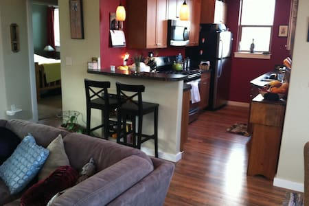 Cozy room available in Hood River - Hood River - Ház