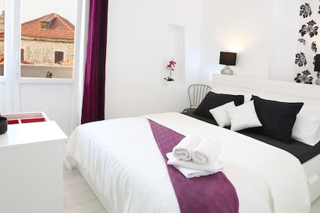 Double Room Ensuite with balcony - Supetar - ที่พักพร้อมอาหารเช้า