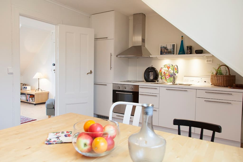 Big, furnished Kitchen With seating for 4.u