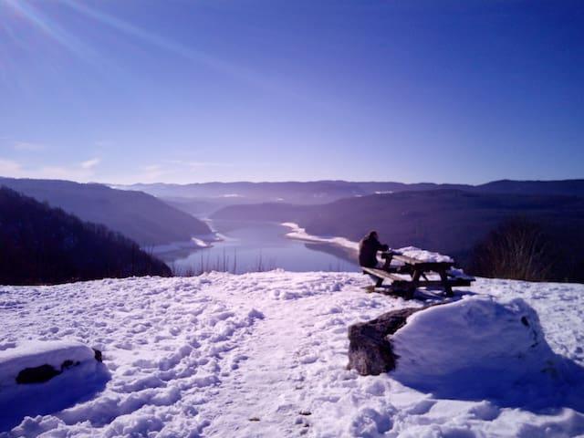 Grand et beau T3  pour vacances dans le Jura - Viry - Lejlighed