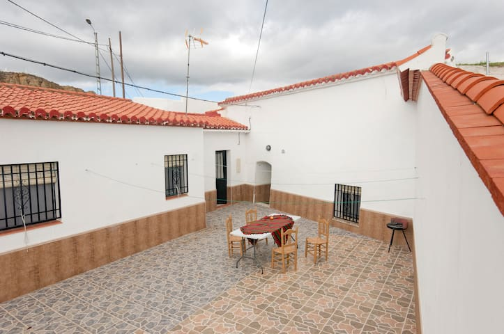 Tranquility  and relax out of city. - Guadix - Gruta