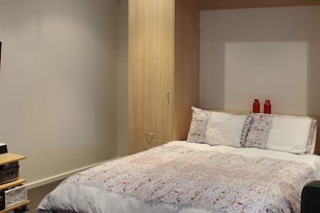 Near new private studio space - Northcote - Bungalow