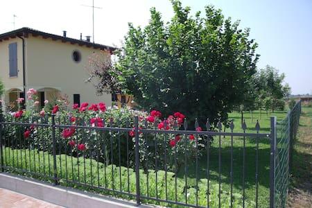 Casa immersa nella campagna - Campogalliano