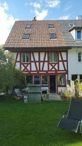 renovated old farmhouse - Dübendorf - House