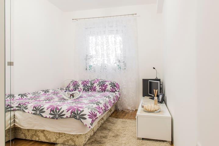 Room in the old center of NS - Novi Sad - Byt