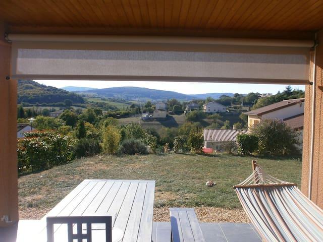 jolie villa calme pres de macon,belle vue. - La Roche-Vineuse - House