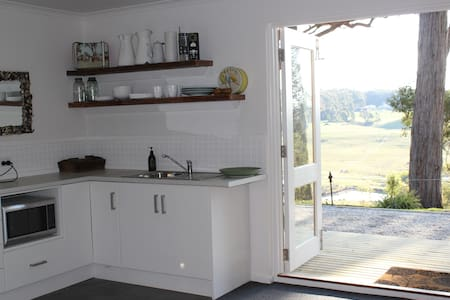 Stunning Views - Country Studio - Woodend - Apartment