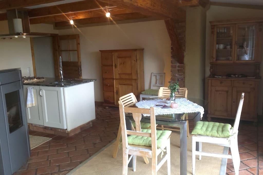Alte Bauernschränke und Lehmputz an den Wänden...
