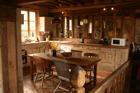 Large and beautiful artist house with heated pool - Saint-Julien-de-Mailloc