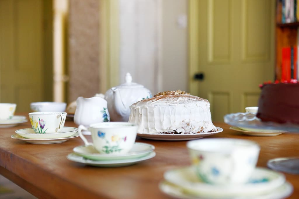 We can arrange an afternoon tea and cakes for your arrival.