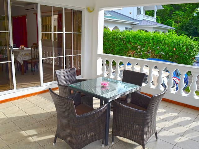 rowsvilla self catering apartments - Beau Vallon - Byt