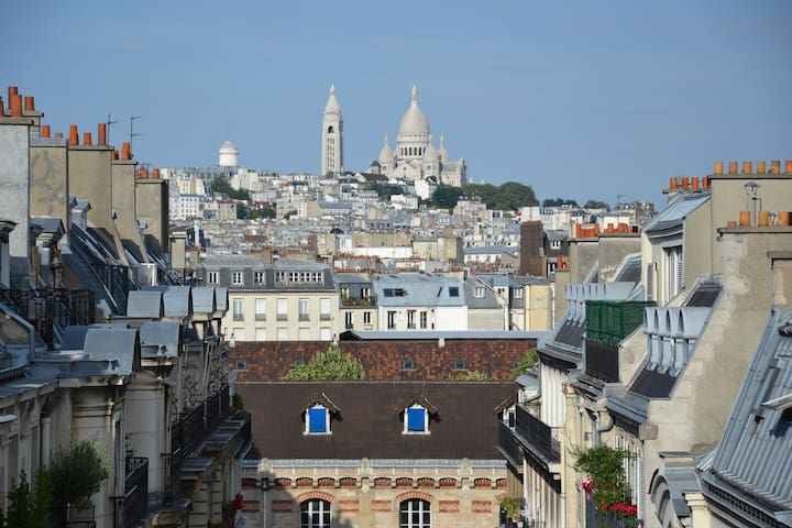Renovated studio Paris 8th with a view ***