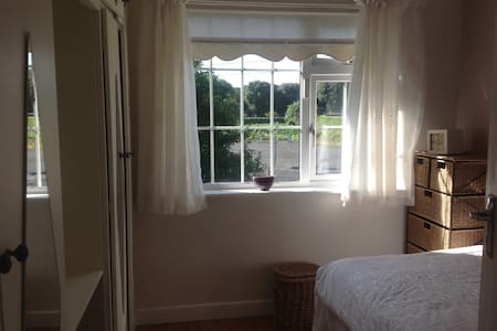 Single Room in beautiful large home - Raheny - 獨棟