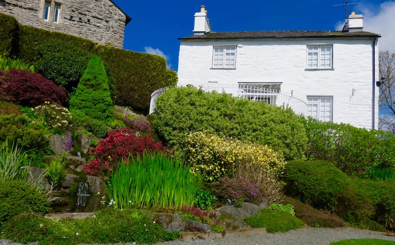 Trad Lake District Rural Cottage - Staveley