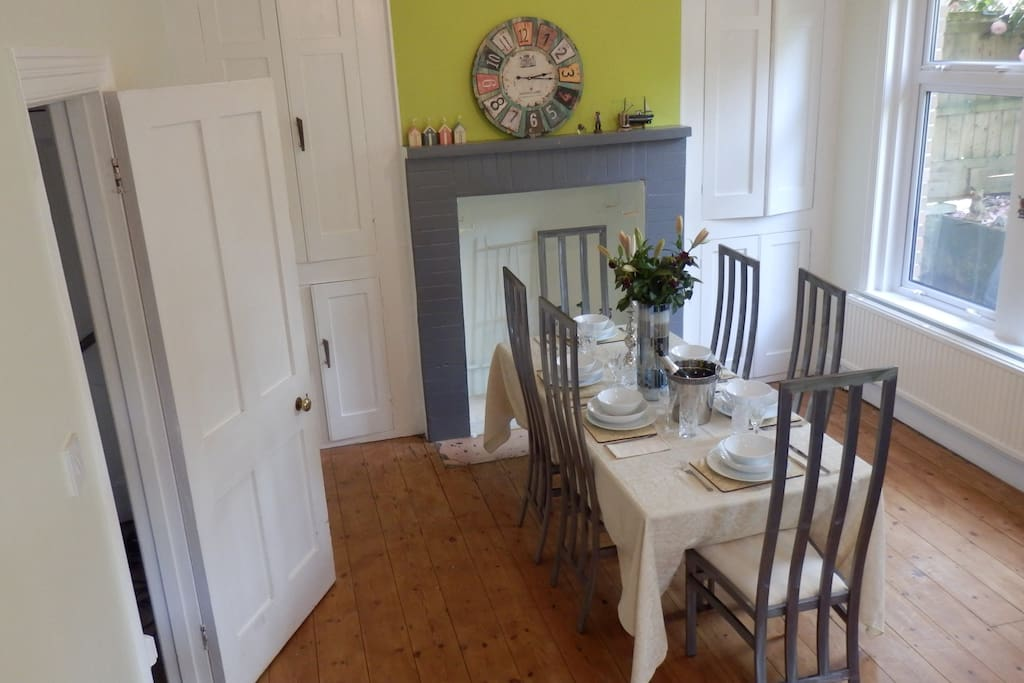 Open plan, fully equipped kitchen with seating for all guests.