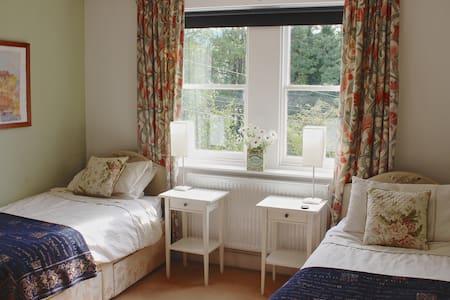 Beautiful en suite two bed room - Bath