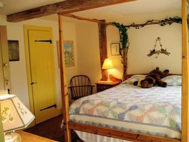 A Vermont Country Inn - Yellow room - Fairfax - Bed & Breakfast