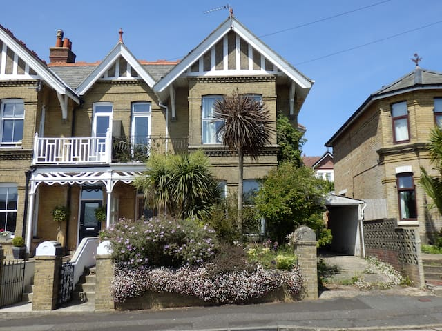 Boniface Lodge, spacious Edwardian holiday villa. - Shanklin - Rumah