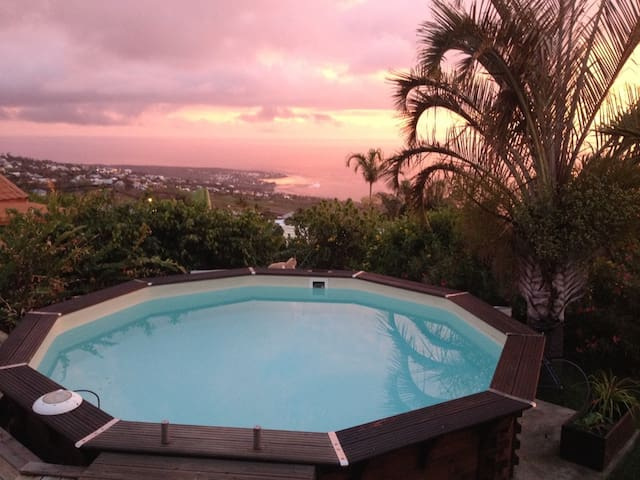 One bedroom in a spacious Villa, view on the ocean - Piton Saint-Leu - House
