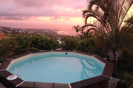 One bedroom in a spacious Villa, view on the ocean - Piton Saint-Leu