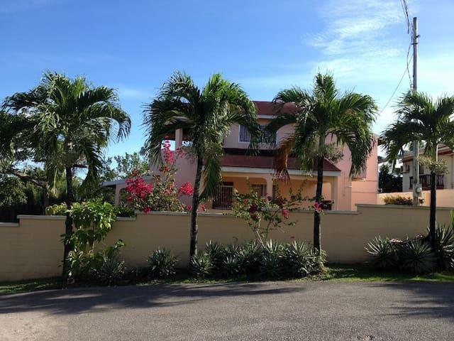 Ocean View Vacation Villa - San Fernando, Trinidad and Tobago - Dům