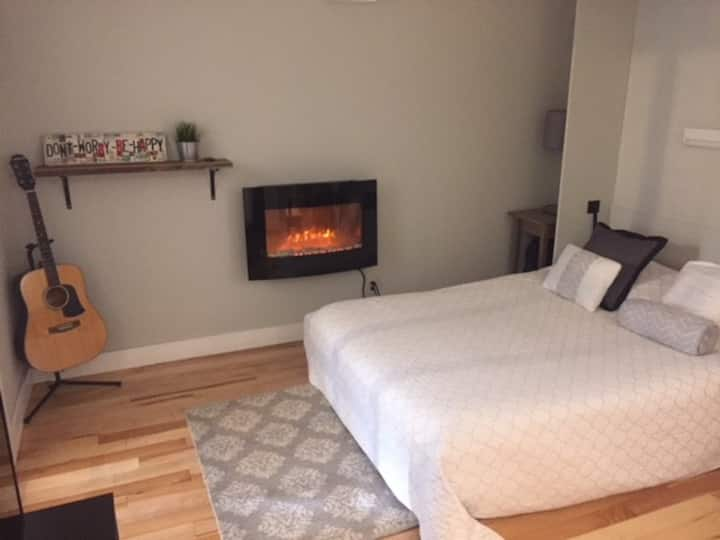 Westboro Studio Apt-great location-own entrance