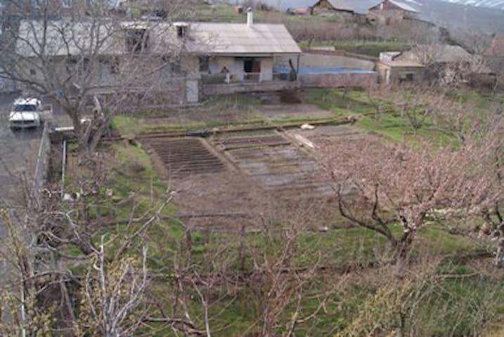 Azhdahak B&B. 20km from Yerevan