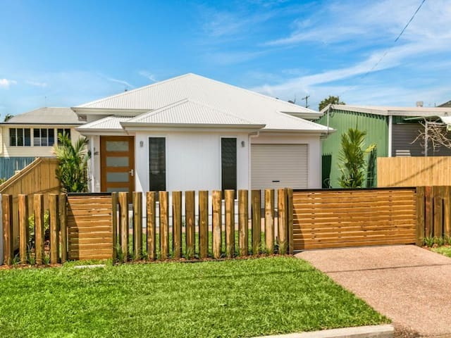 Cairns Timber Fence Lodge - Parramatta Park - Haus