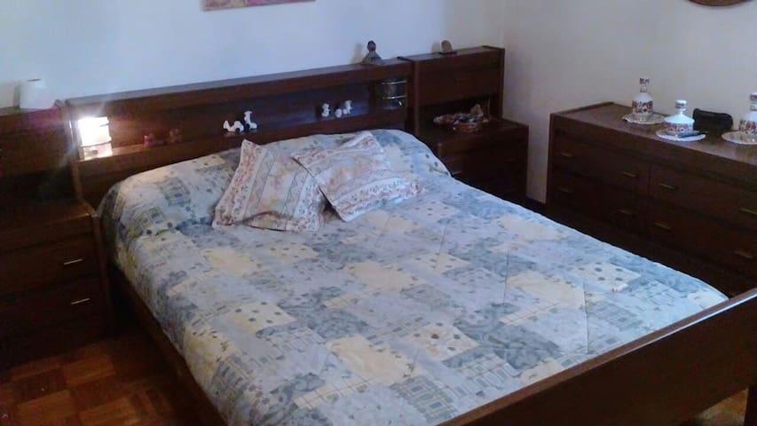 2 habitaciones con cama de matrimo - Ourense