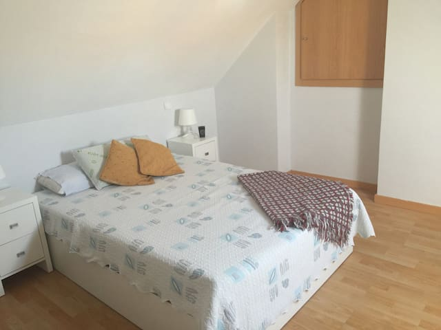Habitación en atico muy acogedor - Madrid - Daire