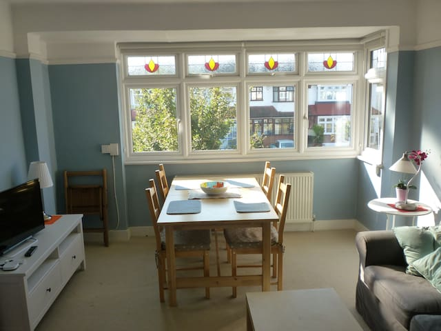 1 bed first floor flat Raynes Park - Londra - Appartamento