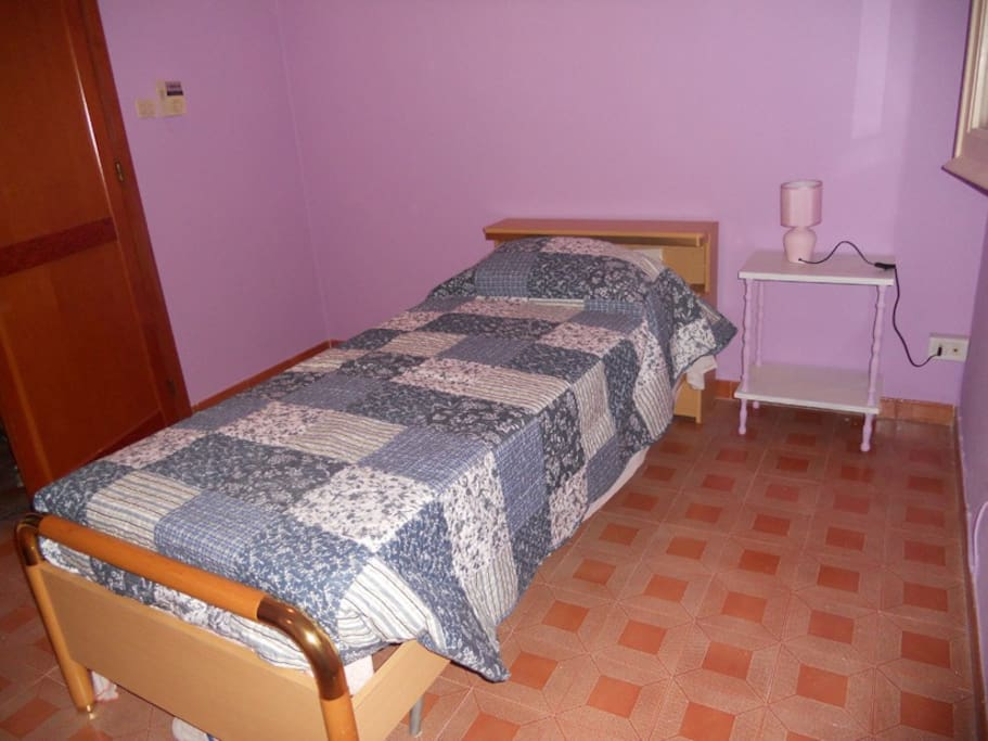 stanza lilla con possibilità di letto aggiunto