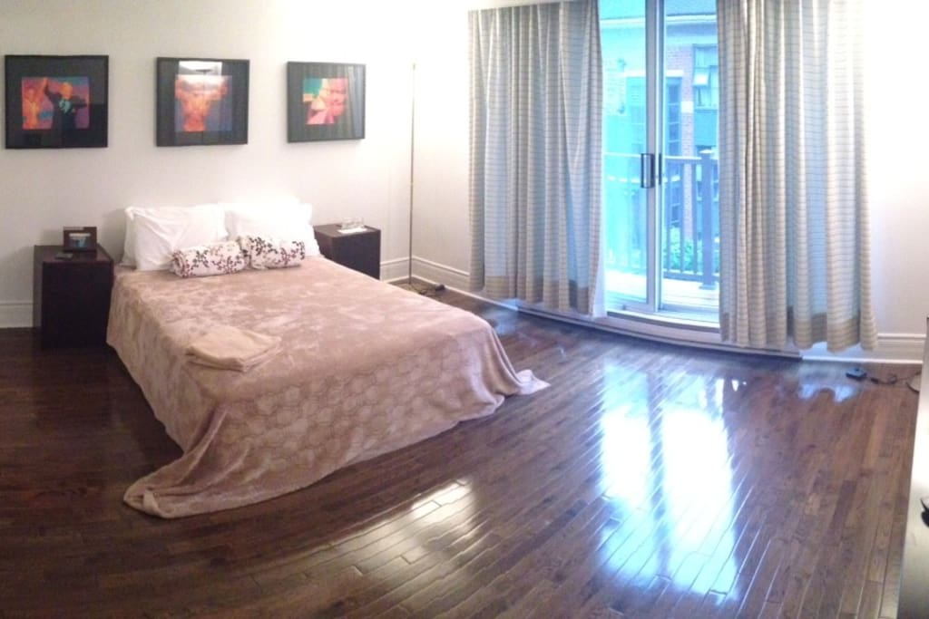 A Room For Rent In Toronto Downtown Yonge And Bloor