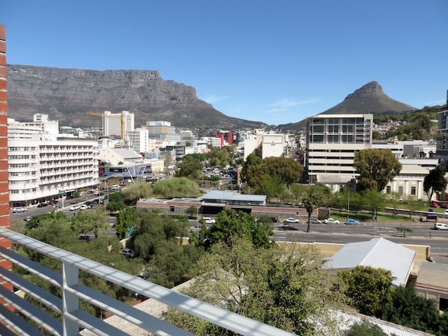Spectacular Apt with Mountain Views - Cape Town