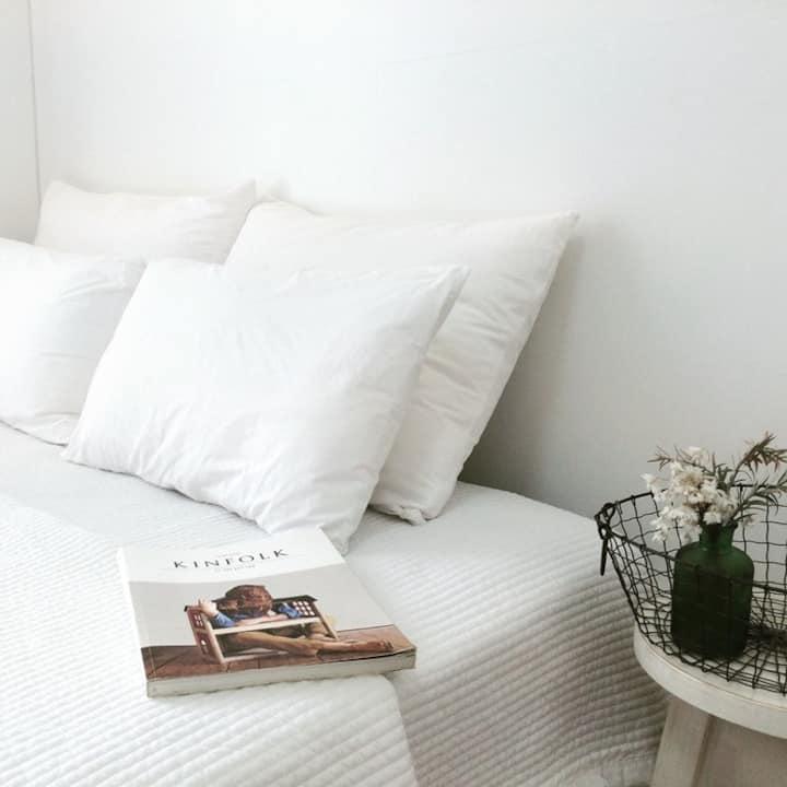 안녕제제 하얀색 침구의 침대방 - 제제