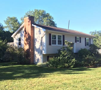 Lovely home near TOWN Beach & River - Narragansett