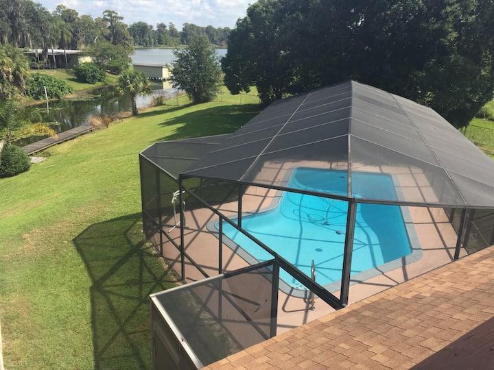 Pet Friendly Lakefront Duplex: Boat, Pool, Hottub