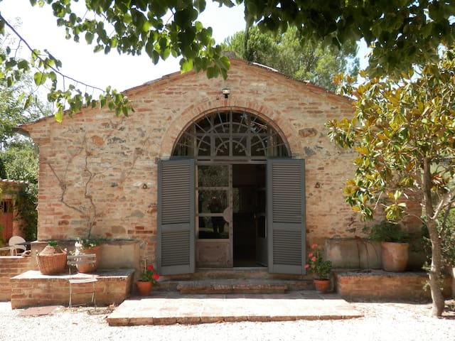 Beautiful artist's studio cottage - San Giovanni D'asso - Bed & Breakfast