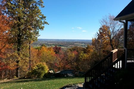 Mountain Retreat with Private Bath & amazing views - Frederick - Casa