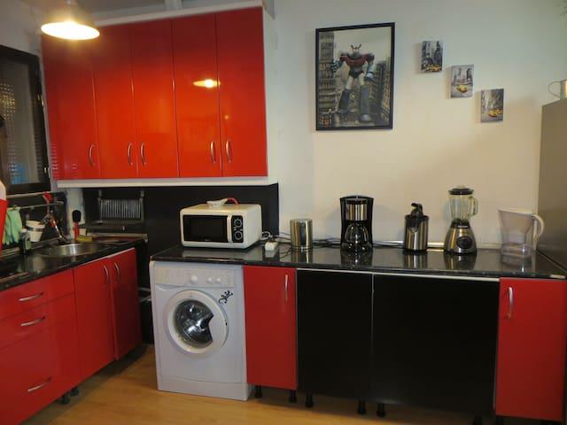 Habitación pequeña y barata en el mejor barrio