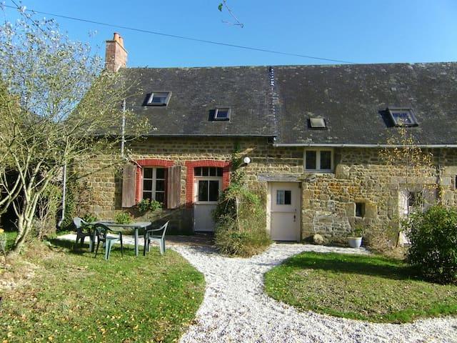 Maison Le Roi- 2 person gite - Colombiers-du-Plessis - Ev