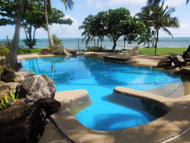 Tropical pool for your use with spa,  and beach towels supplied.