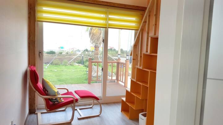 서비네게스트하우스 1층 2인실 오렌지방