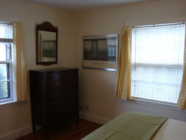 Delightful Bedroom near BC/ Newton Center