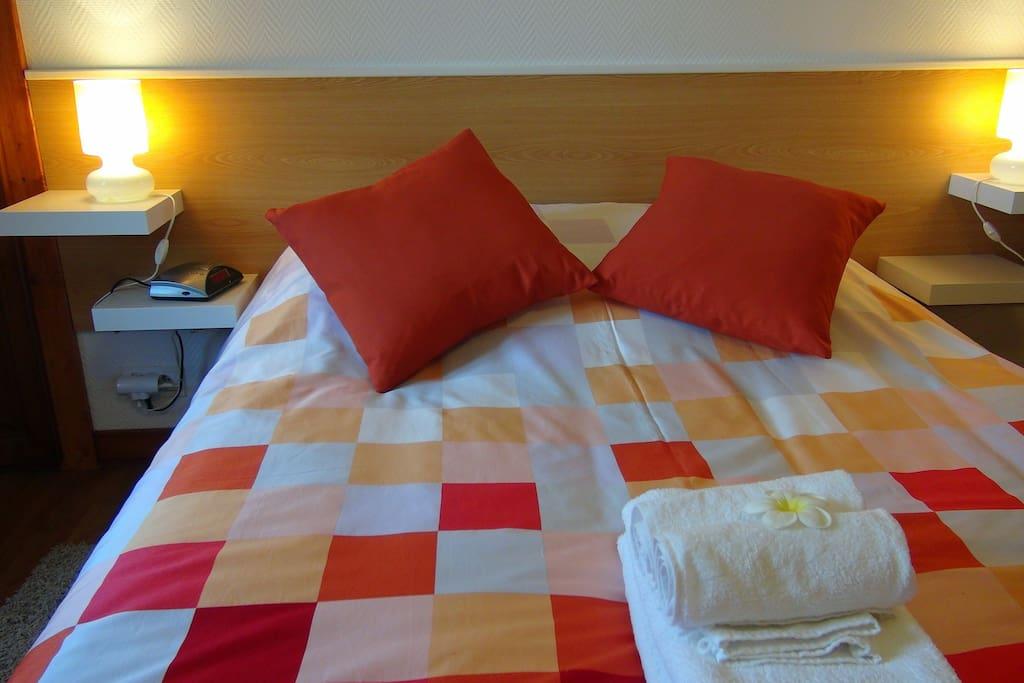 Chambre entièrement remise à neuf avec lit de 140 x 190