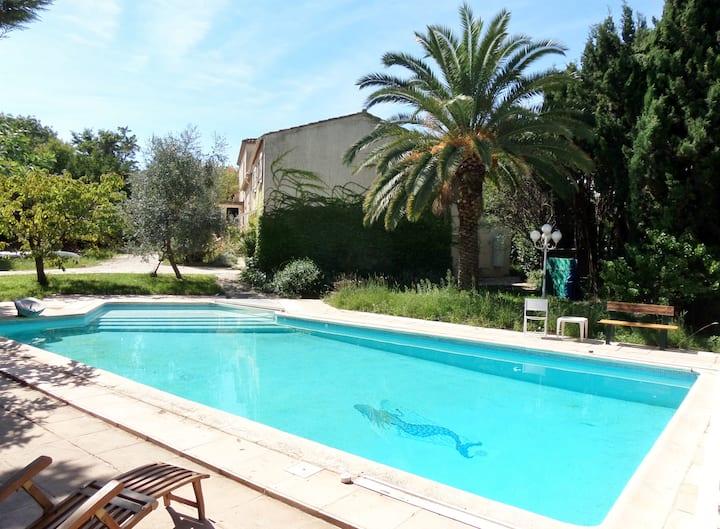 Montpellier F2 55 m² parc piscine