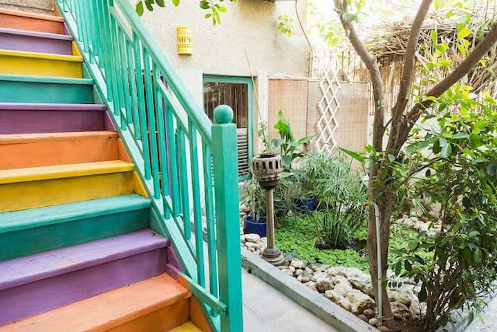 French style boutique BnB in center of town. - Manama - Bed & Breakfast