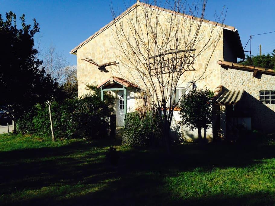 Venez vous reposer dans la campagne provençale